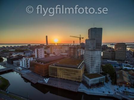 Solnedgång över Malmö Live. Flygoto: ©2015 Marko T Wramén