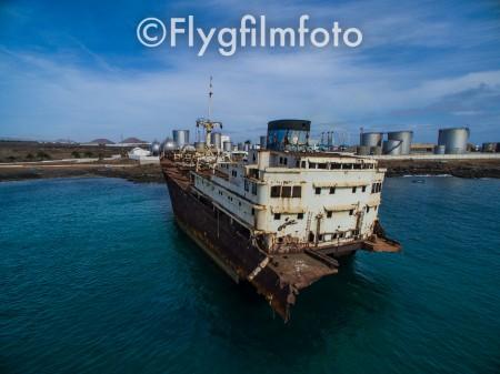 shipwreck, wreck, vrak, skeppsvrak, fartyg, båt, ship, vessel, boat, cargoship, lastfartyg, på grund, aground, navigation, navigation, drönare, drone, uav, flygfoto, flygbild, flygfilmfoto, aerial, aerial photography, dpi, p3p, phantom3